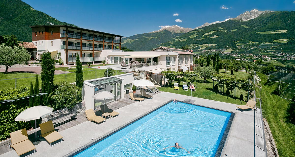 Outdoor-Pool Apartmenthotel in Dorf Tirol